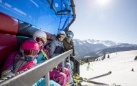 family fun on chairlift at Wiederbergerhorn | © Ski Juwel Alpbachtal Wildschönau